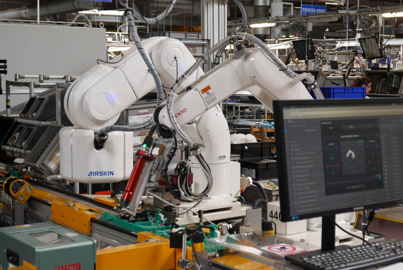 fenceless assembly application with a robot that is covered by airskin